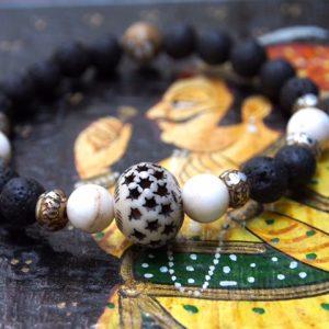 Bracelet Omkara fabriqué par les femmes népalaises